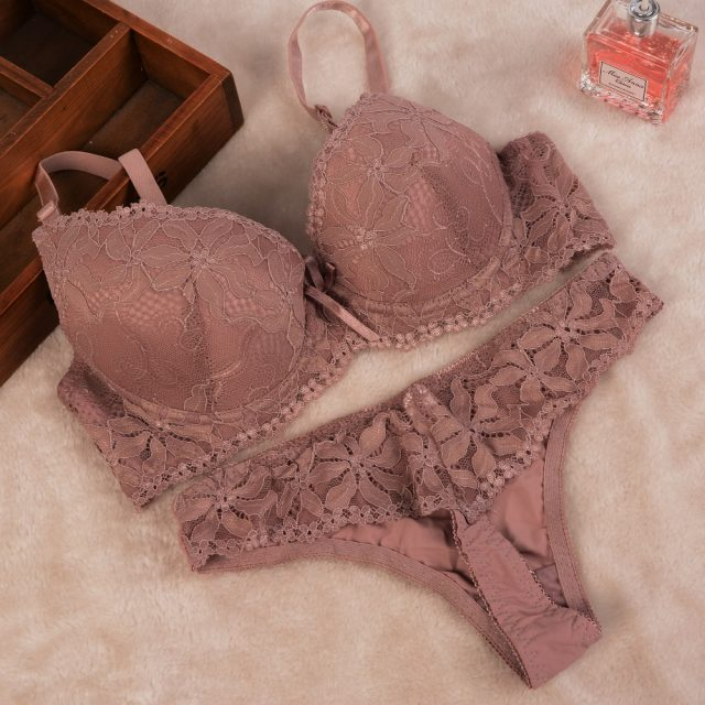 Cute Push-Up Bright Floral Lace Women's Underwear Set
