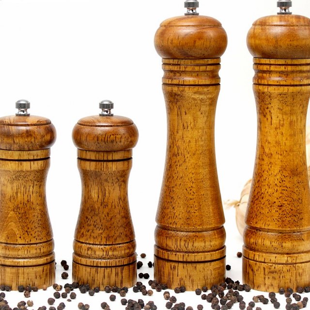 Eco-Friendly Handheld Wooden Spice Mills Set