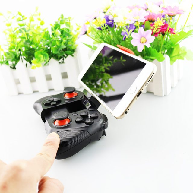 Bluetooth Gamepad and Holder for Phone